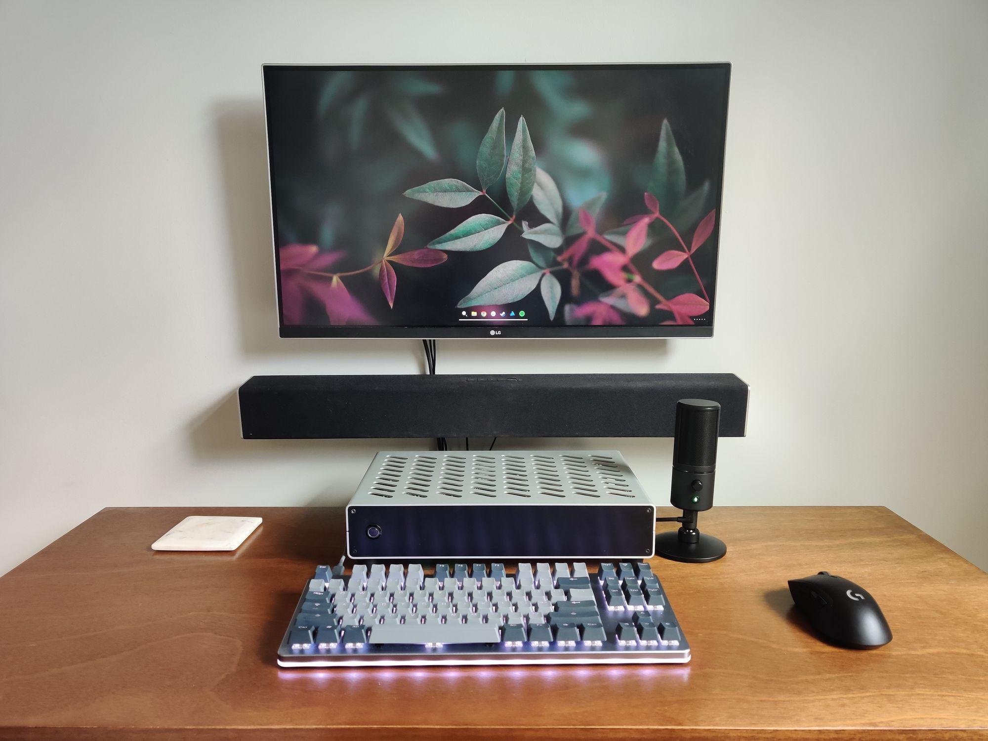Desk Setup with the Razer Seiren X